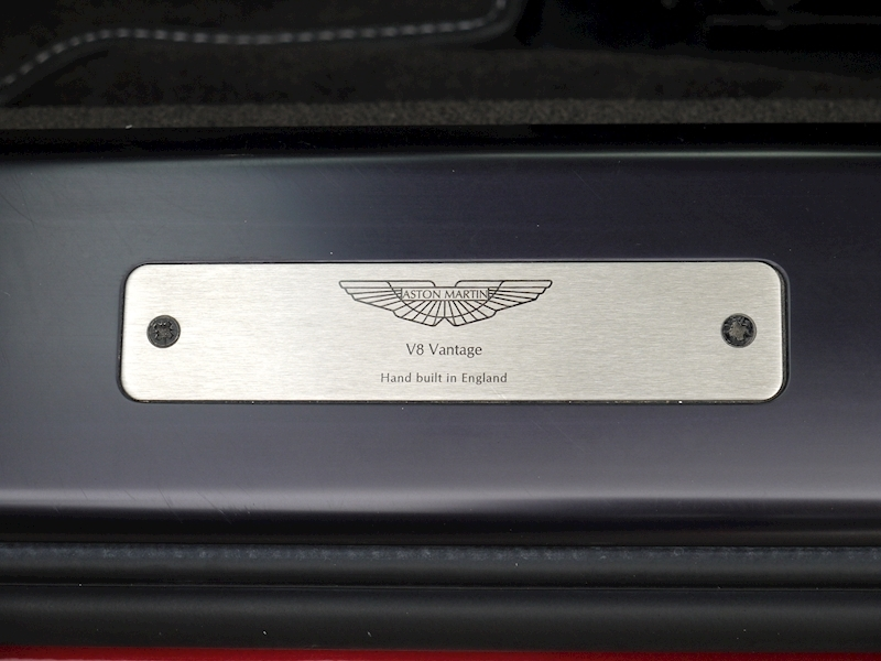 Aston Martin V8 Vantage 4.3 Manual - Large 7