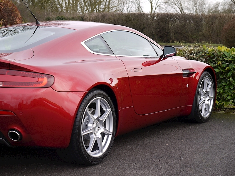 Aston Martin V8 Vantage 4.3 Manual - Large 13