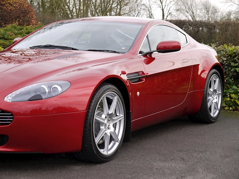 Aston Martin V8 Vantage 4.3 Manual - Large 18