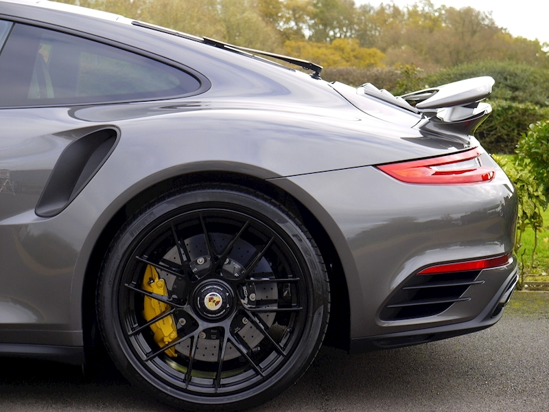 Porsche 911 (991.2) Turbo S Coupe 3.8 PDK - Large 3