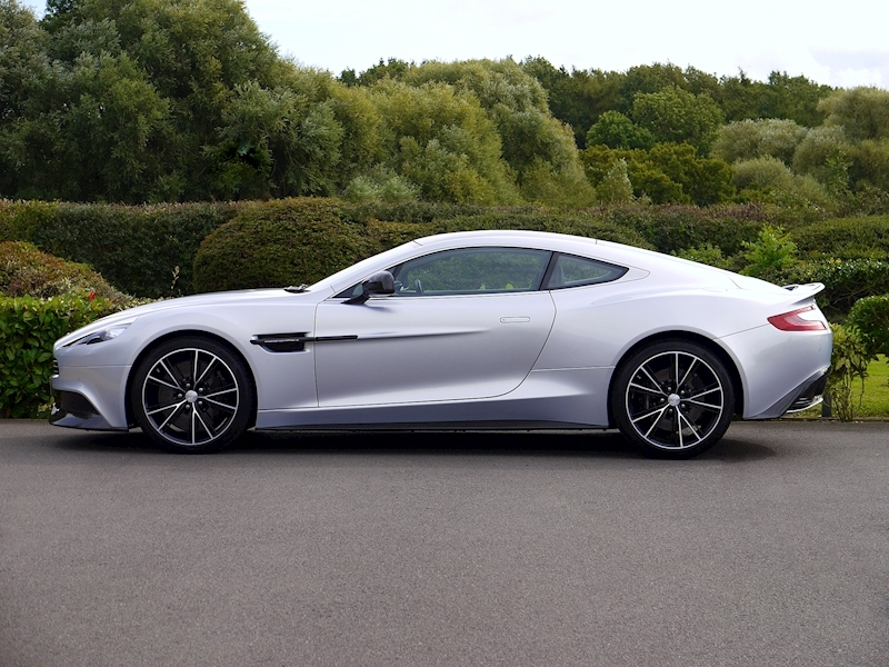 Aston Martin Vanquish Coupe Touchtronic II - Large 2