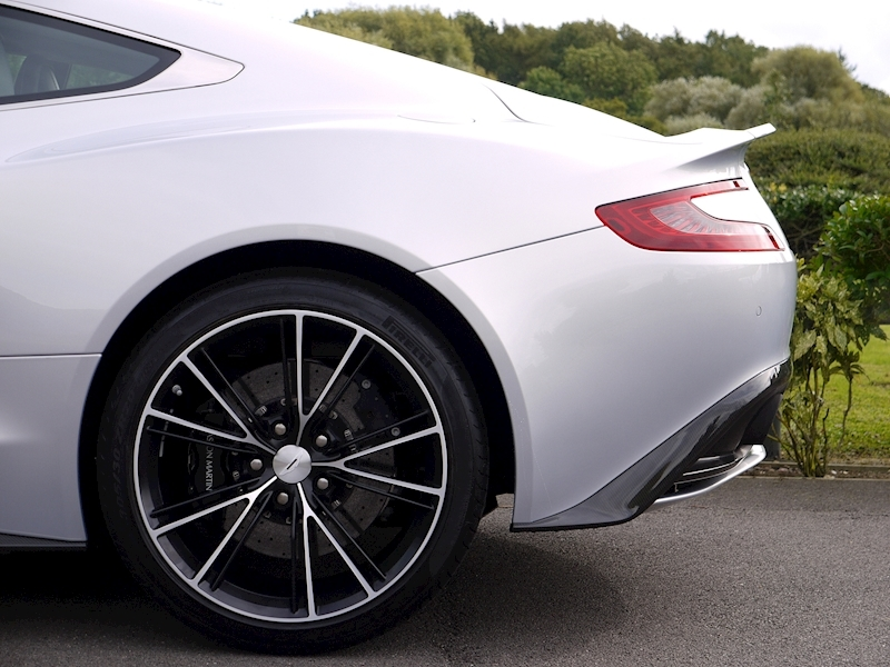 Aston Martin Vanquish Coupe Touchtronic II - Large 3