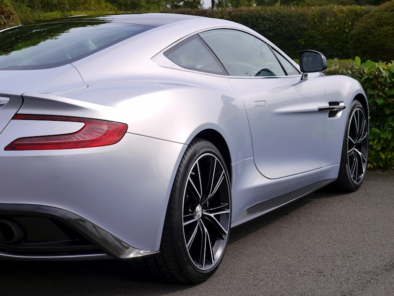 Aston Martin Vanquish Coupe Touchtronic II - Large 16