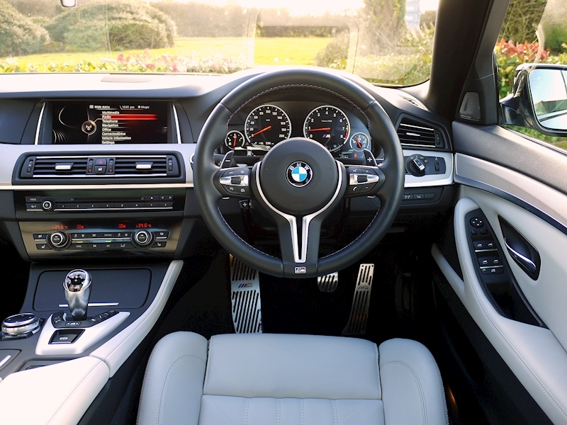 Bmw M5 4.4 SALOON DCT - Large 23