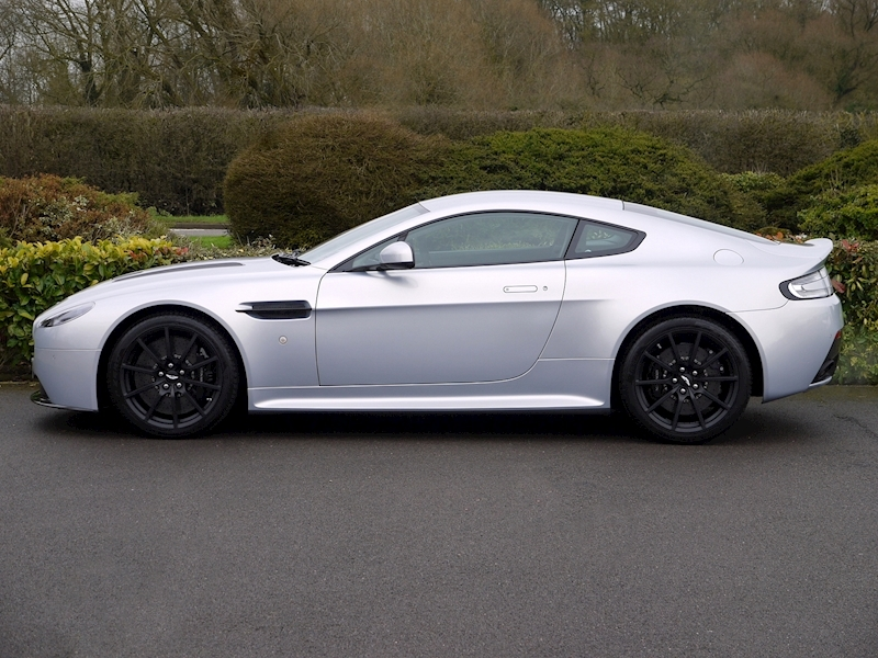 Aston Martin V12 Vantage S Coupe - Manual - Large 2