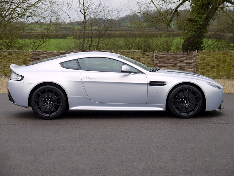 Aston Martin V12 Vantage S Coupe - Manual - Large 12