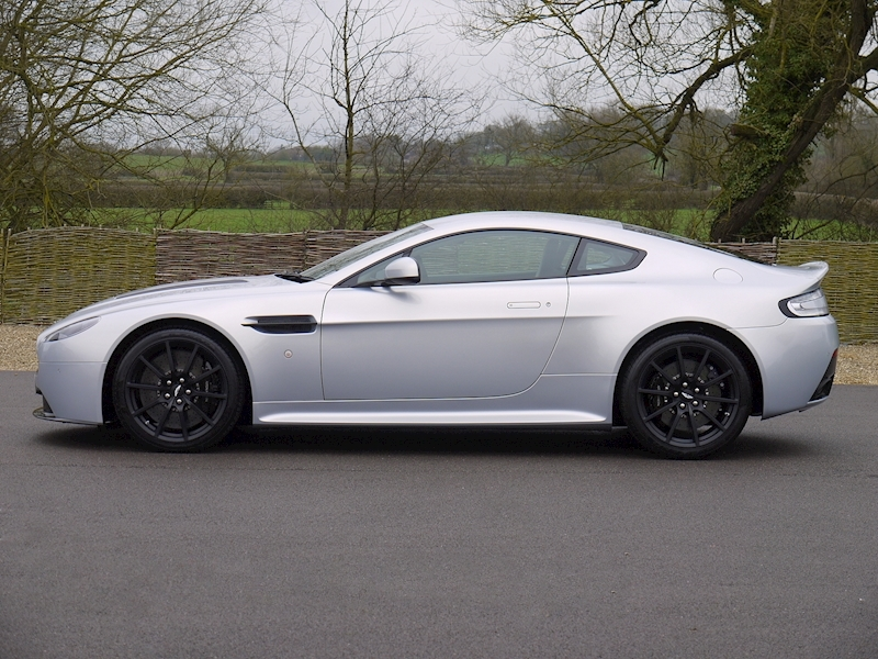 Aston Martin V12 Vantage S Coupe - Manual - Large 19