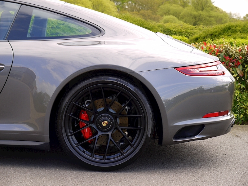 Porsche 911 (991.2) Carrera 4 GTS 3.0 Coupe PDK - Large 3