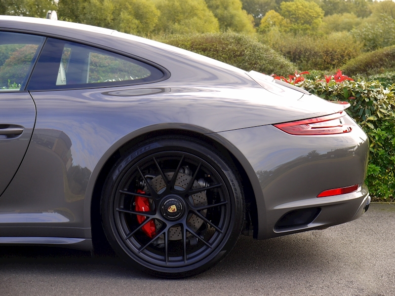 Porsche 911 (991.2) Carrera 4 GTS 3.0 Coupe PDK - SportDesign Package - Large 2