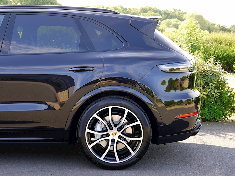 Porsche Cayenne Turbo V8 (New Model) - Large 3