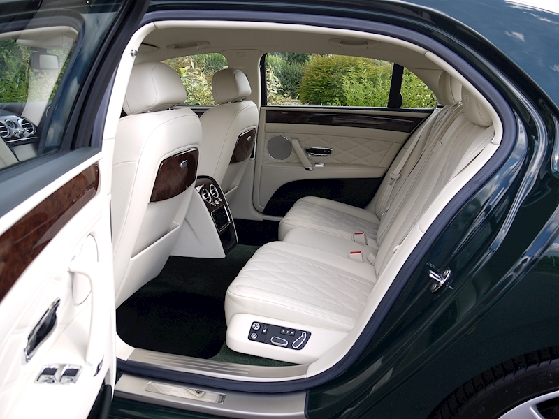 Bentley Flying Spur Mulliner W12 - Large 4
