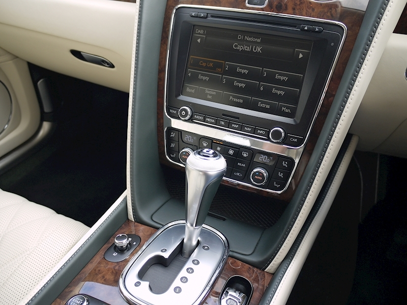 Bentley Flying Spur Mulliner W12 - Large 28