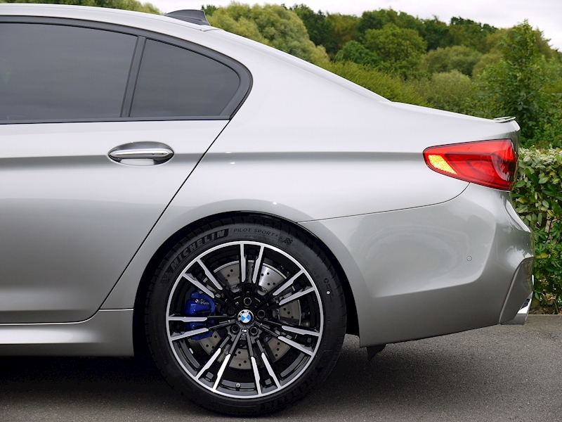 Bmw M5 Saloon 4.4 V8 - Large 2