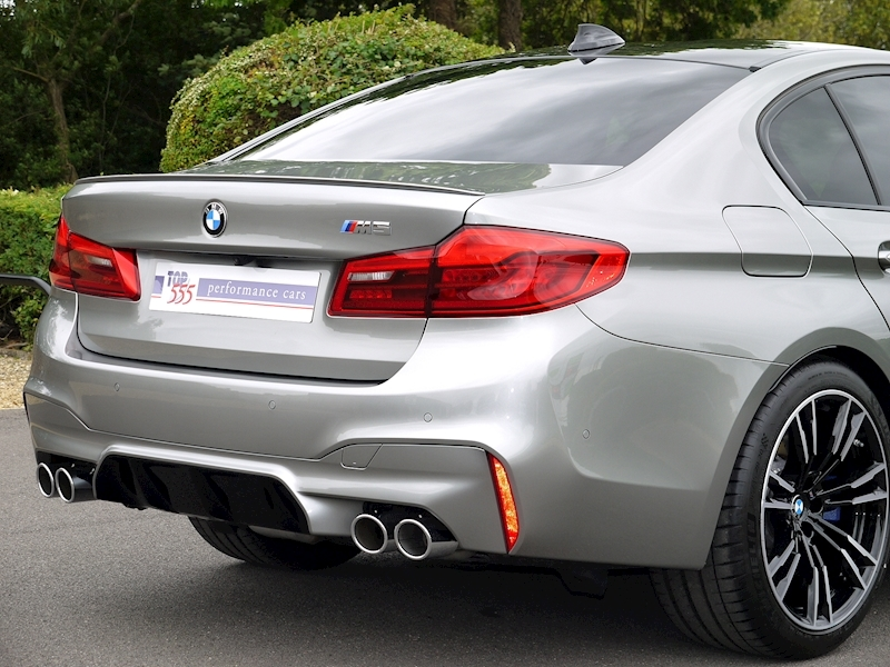 Bmw M5 Saloon 4.4 V8 - Large 14