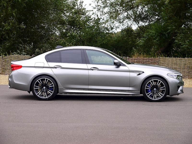 Bmw M5 Saloon 4.4 V8 - Large 17