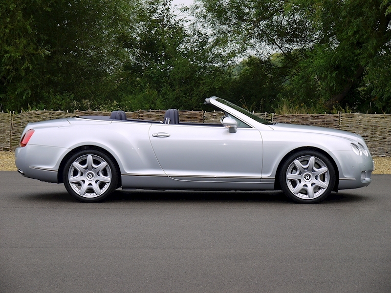 Bentley Continental GTC W12 - Large 11