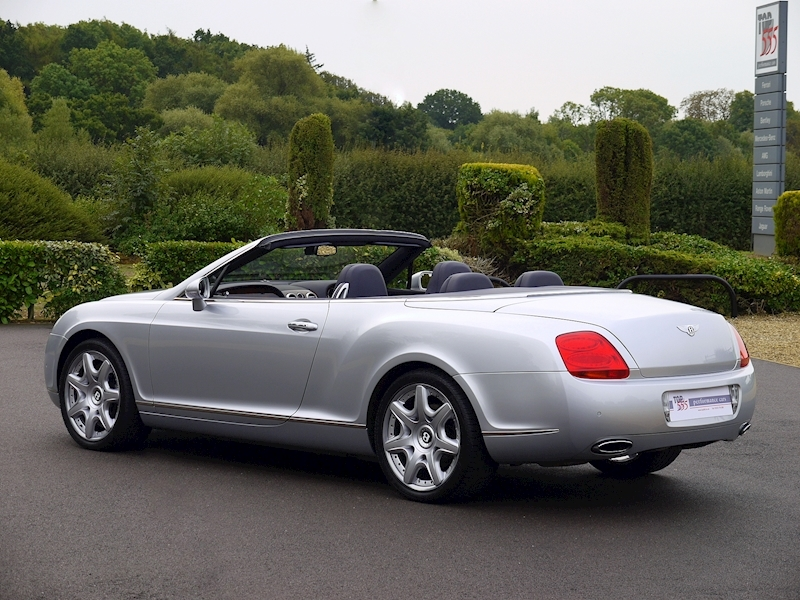 Bentley Continental GTC W12 - Large 39