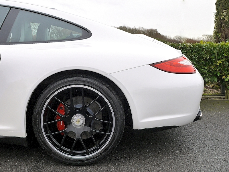 Porsche 911 Carrera (997.2) GTS 3.8 Manual - Large 4