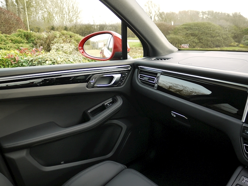 Porsche Macan 2.0 PDK - New Model - Large 33