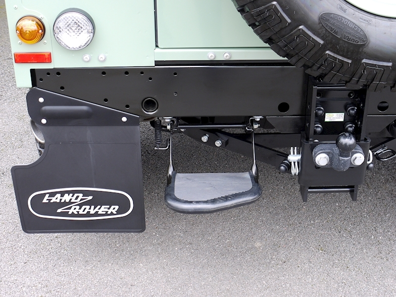Land Rover Defender 90 'Heritage Edition' Hard Top - Large 19