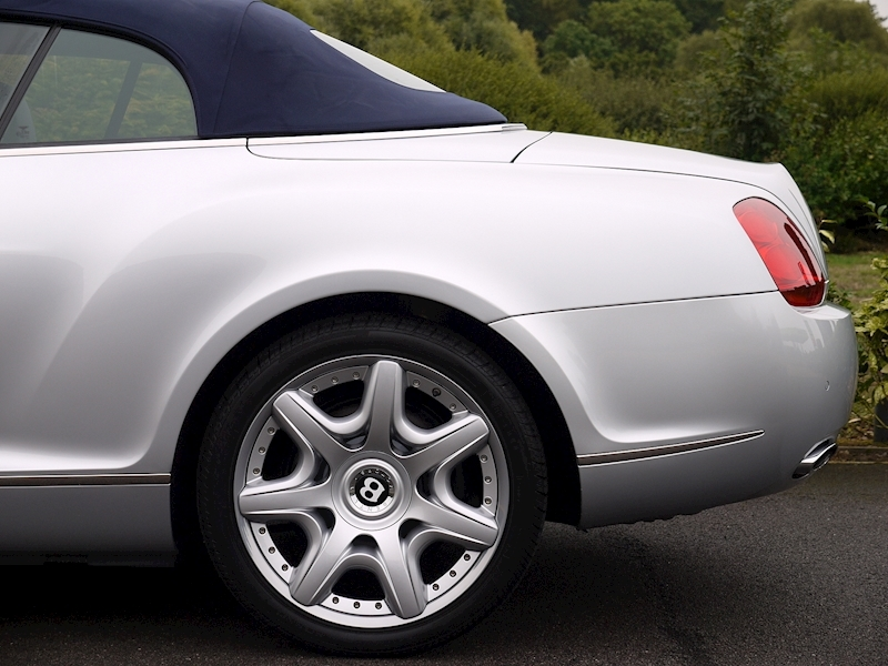 Bentley Continental GTC 6.0 W12 - Large 8