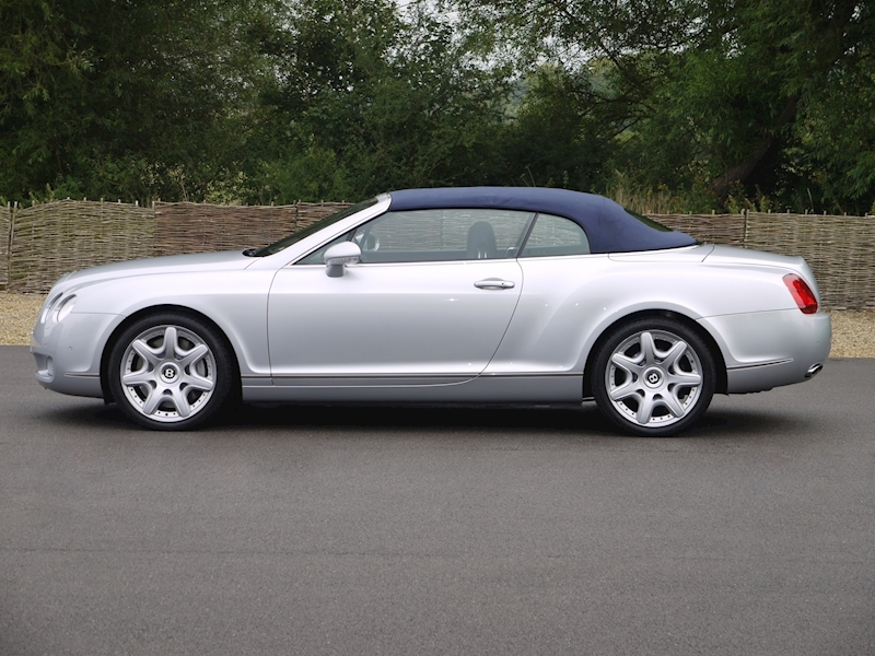 Bentley Continental GTC 6.0 W12 - Large 23