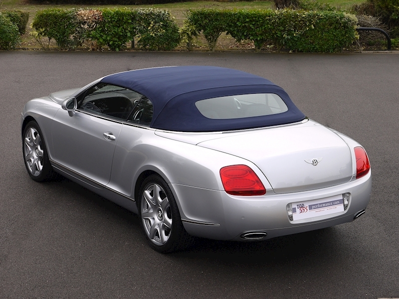 Bentley Continental GTC 6.0 W12 - Large 37