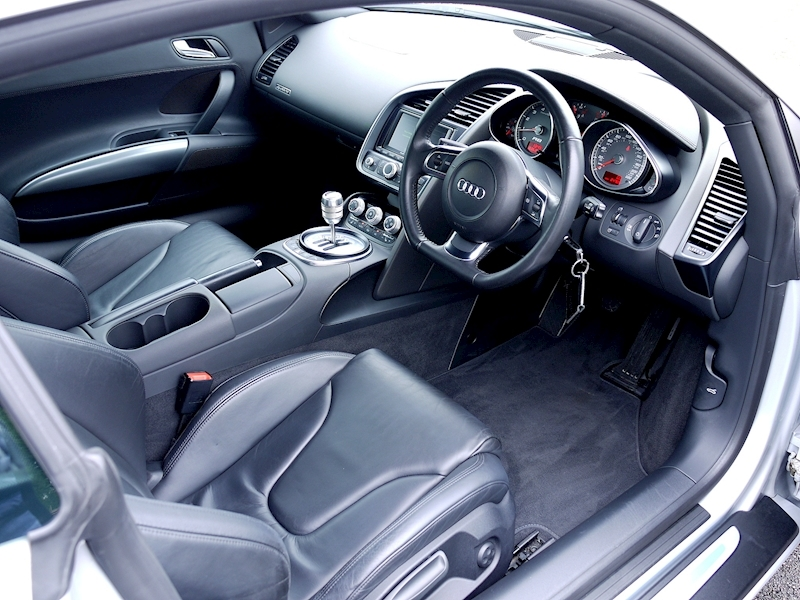 Audi R8 Coupe 4.2 Quattro - Manual - Large 1
