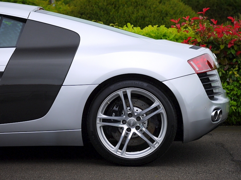 Audi R8 Coupe 4.2 Quattro - Manual - Large 3
