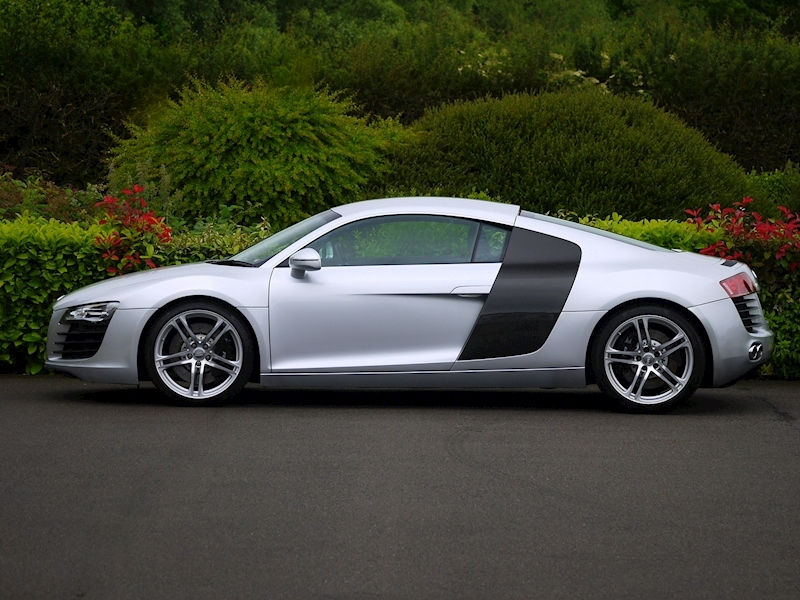 Audi R8 Coupe 4.2 Quattro - Manual - Large 4