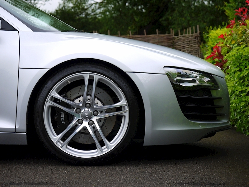 Audi R8 Coupe 4.2 Quattro - Manual - Large 9