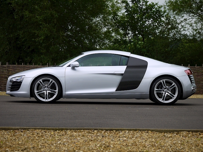 Audi R8 Coupe 4.2 Quattro - Manual - Large 23