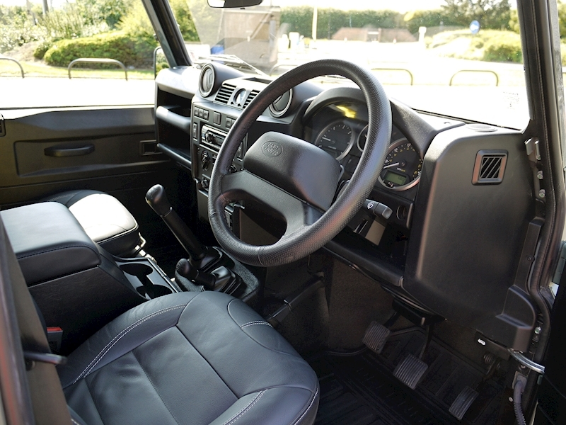 Land Rover Defender 110 XS 2.2D Crew-Cab Pickup - Large 1