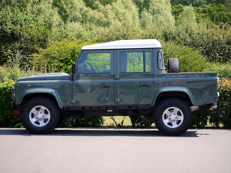 Land Rover Defender 110 XS 2.2D Crew-Cab Pickup - Large 2