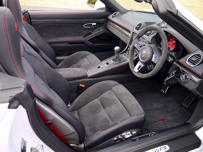 Porsche 718 Boxster GTS 2.5 Manual - Large 1