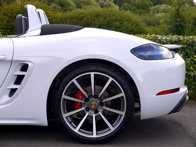 Porsche 718 Boxster GTS 2.5 Manual - Large 3