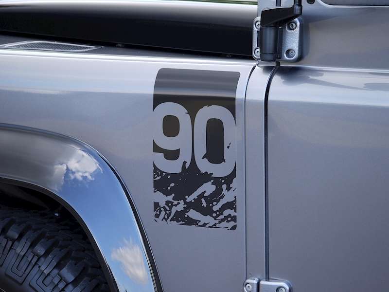 Land Rover Defender 90 Adventure Edition - 1 of 600 - Large 9