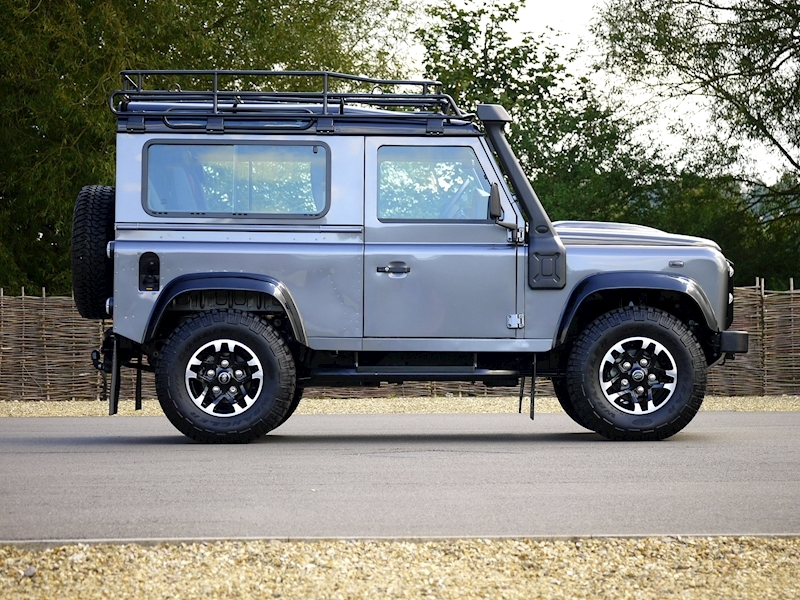 Land Rover Defender 90 Adventure Edition - 1 of 600 - Large 14