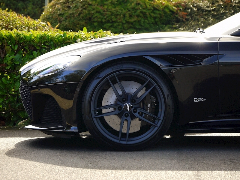 Aston Martin DBS Superleggera - Large 10