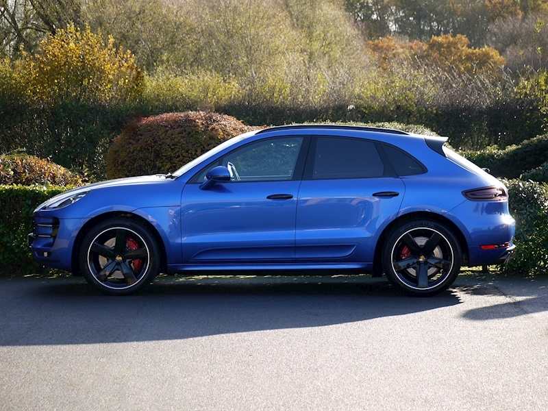 Porsche Macan Turbo with Performance Package 3.6 PDK - Large 4