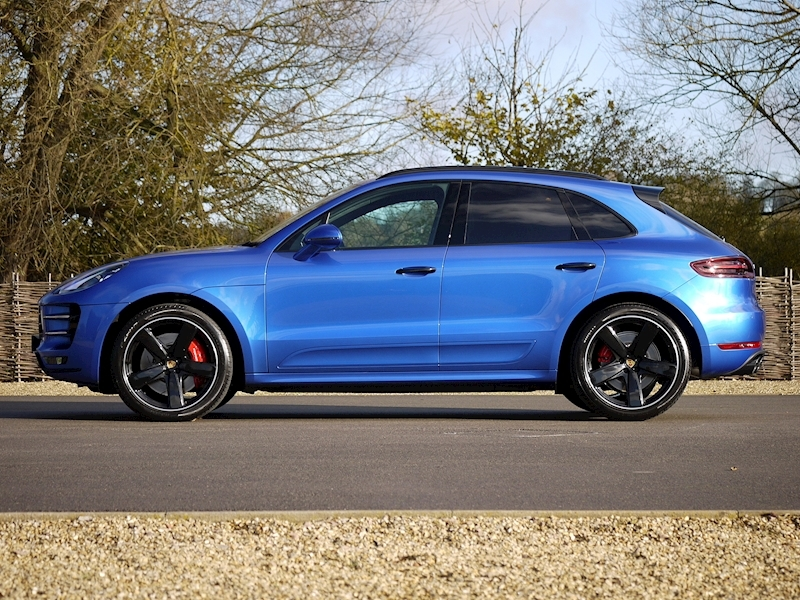 Porsche Macan Turbo with Performance Package 3.6 PDK - Large 19