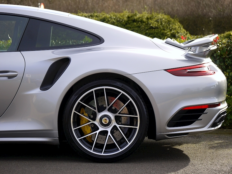 Porsche 911 (991.2) Turbo S Coupe 3.8 PDK - Large 4