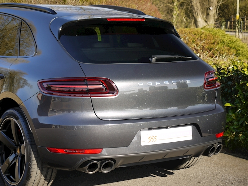 Porsche Macan Turbo with Performance Package 3.6 PDK - Large 9