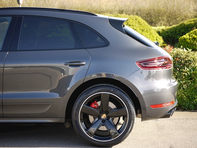 Porsche Macan Turbo with Performance Package 3.6 PDK - Large 10