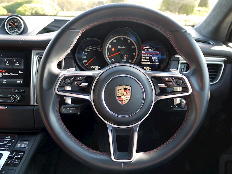 Porsche Macan Turbo with Performance Package 3.6 PDK - Large 26