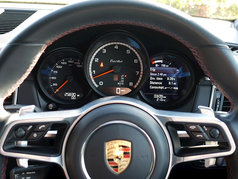 Porsche Macan Turbo with Performance Package 3.6 PDK - Large 27