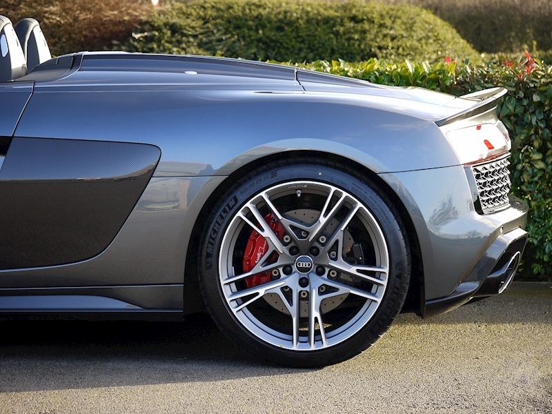 Audi R8 V10 Spyder Performance Carbon Black Edition - Large 9