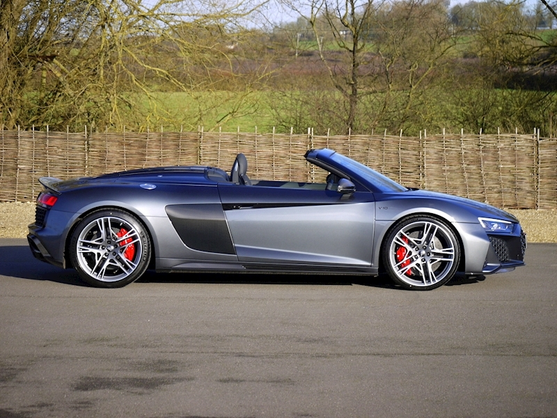 Audi R8 V10 Spyder Performance Carbon Black Edition - Large 13