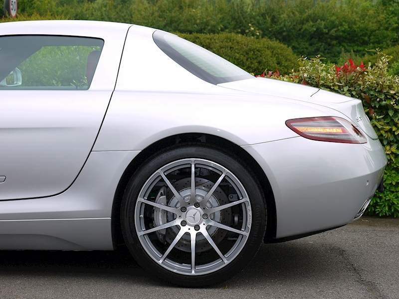 Mercedes-Benz SLS AMG Coupe 6.2 - Large 4