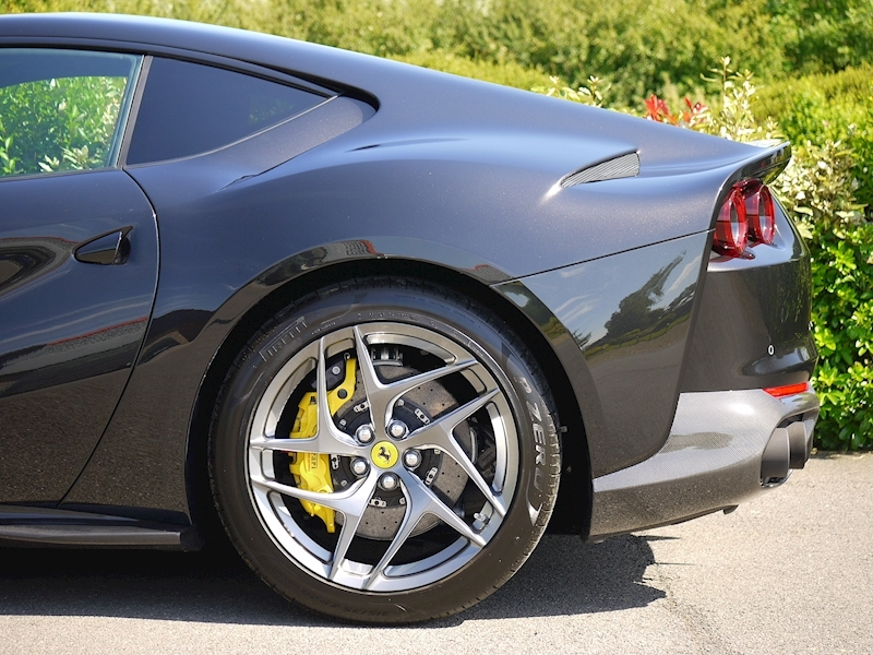 Ferrari 812 Superfast 6.5 V12 - Large 4